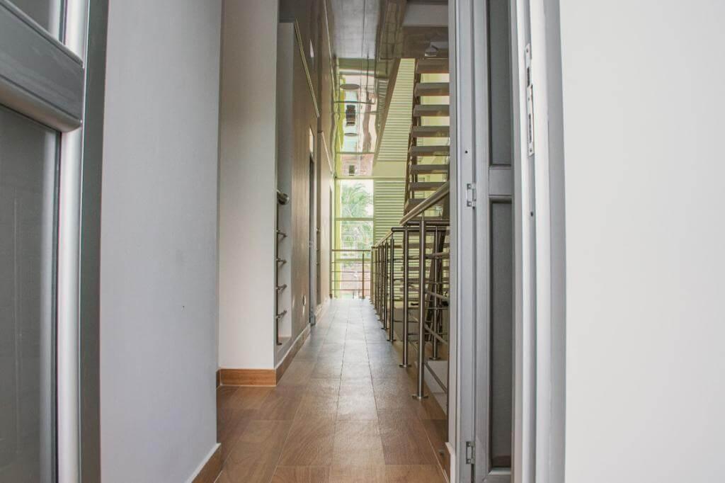Correor-2 escaleras habitacion